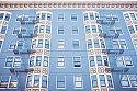 ¿Podemos requerir al vecino que ha colgado de su ventana, balcón o terraza una bandera sobre la fachada del edificio que la retire?
