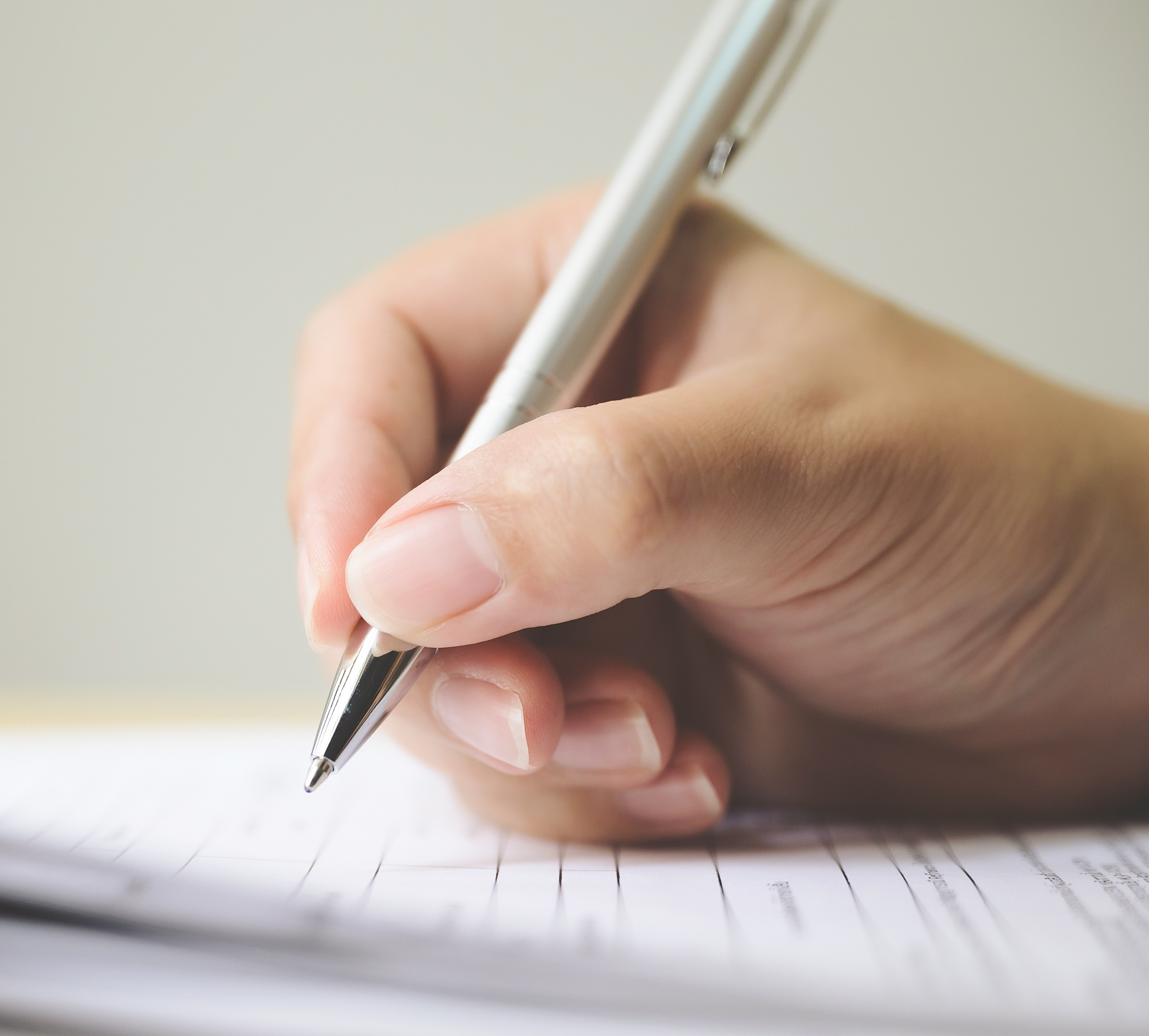 ¿Qué tipo de incumplimientos de contrato de la parte vendedora permiten la devolución parcial (moderación) de la cuantía entregada?